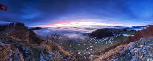 Hoch über der Nebelgrenze im schweizerischen Jura